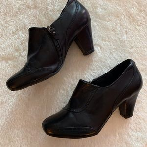 Clarks Black Leather Booties with Heel and Zipper